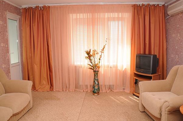 2-комнатная квартира посуточно в Бердянске. ул. Карла Маркса, 17. Фото 1
