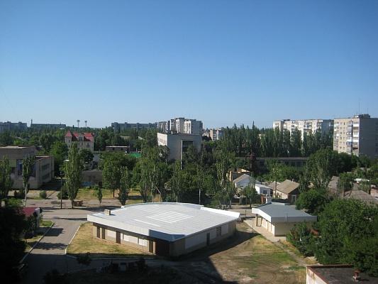 2-комнатная квартира посуточно в Бердянске. ул. Коммунаров, 84а. Фото 1
