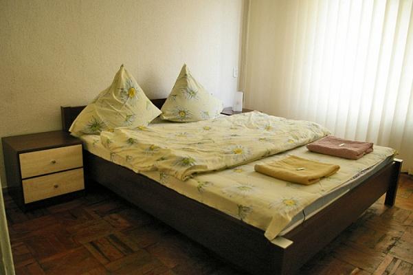 2-комнатная квартира посуточно в Запорожье. Жовтневый район, ул. Украинская, 8а. Фото 1