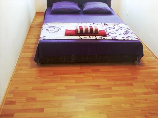 2-комнатная квартира посуточно в Черкассах. ул. Благовестная, 172. Фото 1