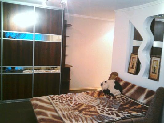 1-комнатная квартира посуточно в Кировограде. Ленинский район, ул. Карла Маркса, 20. Фото 1