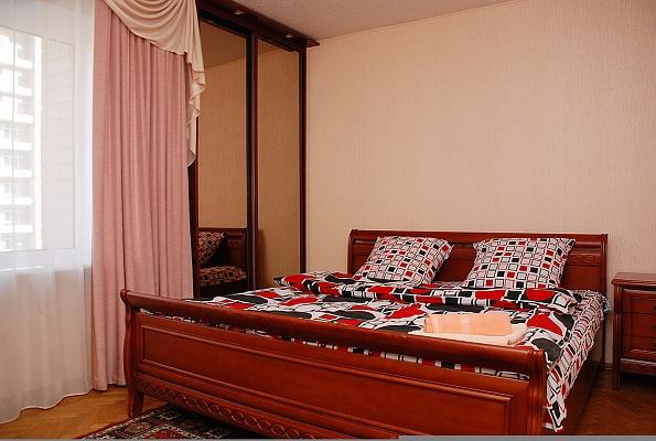 2-комнатная квартира посуточно в Киеве. Голосеевский район, ул. Горького, 152. Фото 1