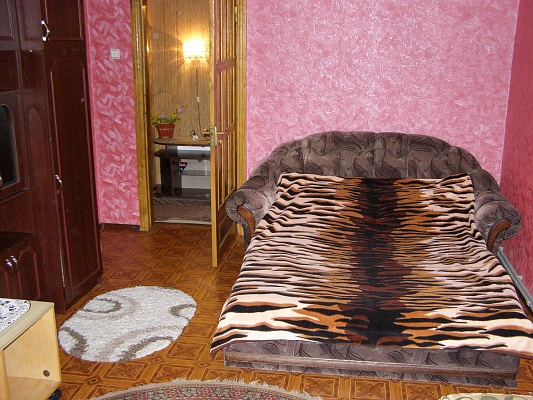 1-комнатная квартира посуточно в Умани. ул. Комарова, 17. Фото 1