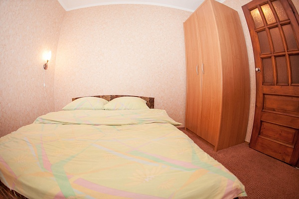 1-комнатная квартира посуточно в Ровно. ул. Парковая, 8. Фото 1