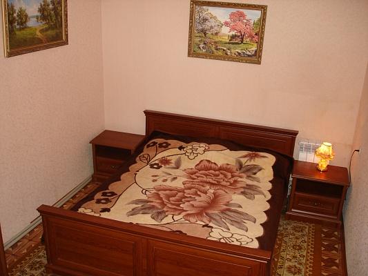 1-комнатная квартира посуточно в Ялте. ул. Дмитриева, 11. Фото 1