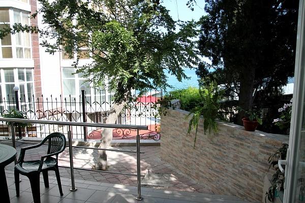 Мини-отель  посуточно в Алуште. ул. Набережная, 16. Фото 1