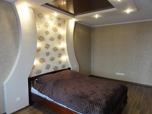 1-комнатная квартира посуточно в Кривом Роге. Дзержинский район, ул. Есенина, 13. Фото 1