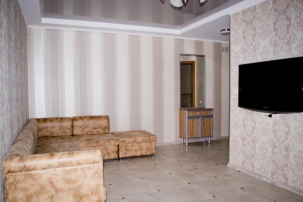 2-комнатная квартира посуточно в Симферополе. Железнодорожный район, ул. Cпера, 8. Фото 1