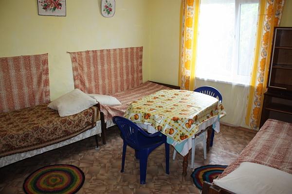 Комната  посуточно в Феодосии. пер.Славянский, 5. Фото 1