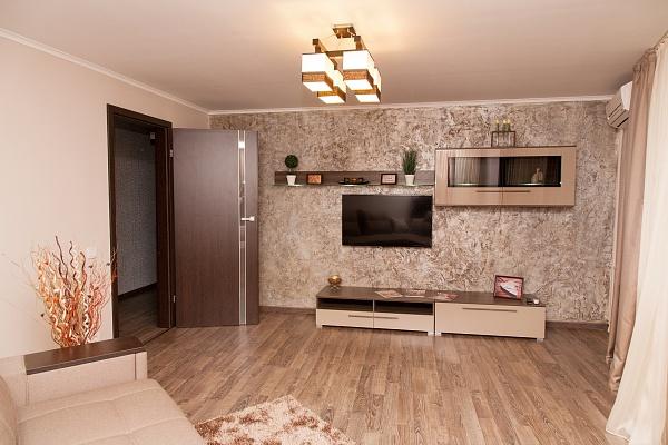 2-комнатная квартира посуточно в Днепропетровске. Октябрьский район, ул. В.Винниченка (Куйбышева), 5а. Фото 1