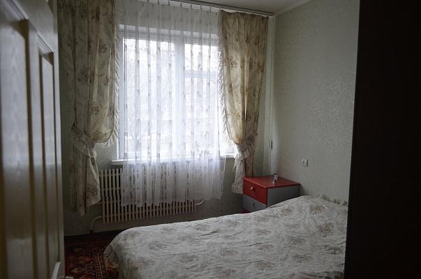 2-комнатная квартира посуточно в Харькове. Киевский район, ул. Героев Труда, 4. Фото 1