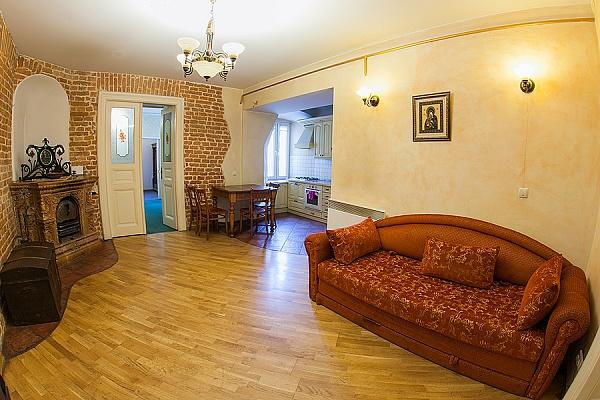 3-комнатная квартира посуточно в Львове. Галицкий район, ул. Подвальная, 9. Фото 1