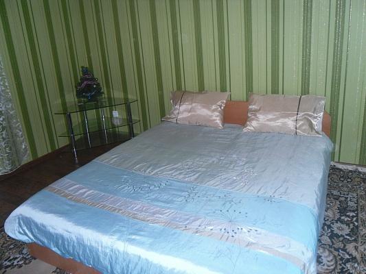 1-комнатная квартира посуточно в Луцке. ул. Ветеранов, 22. Фото 1