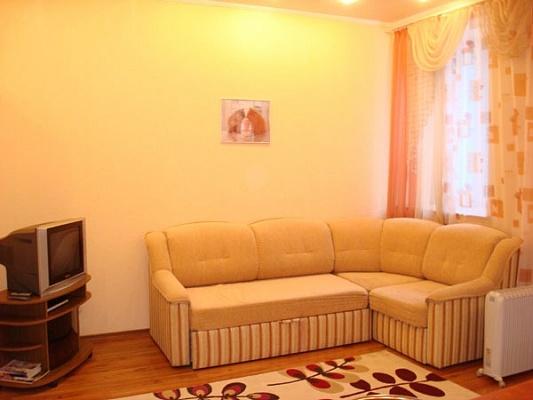 1-комнатная квартира посуточно в Донецке. Ворошиловский район, ул. Артёма, 127. Фото 1