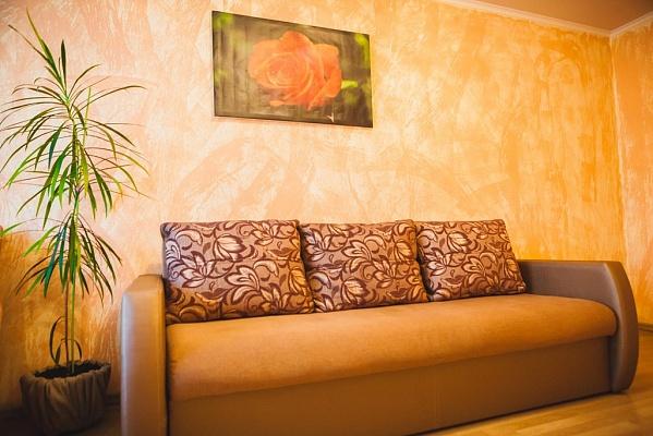 1-комнатная квартира посуточно в Ровно. ул. Степана Бандеры, 35. Фото 1