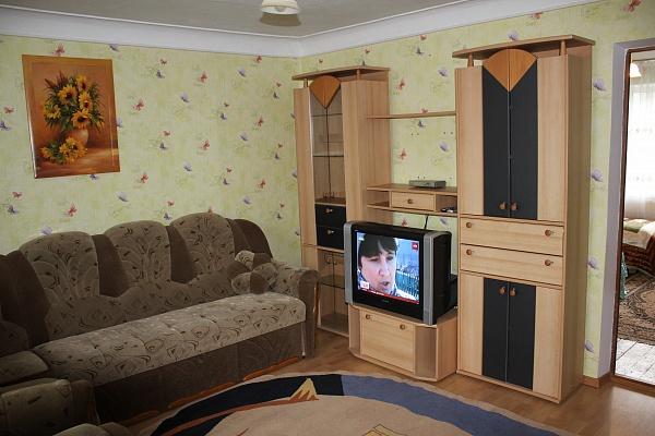 2-комнатная квартира посуточно в Каменце-Подольском. ул. Островского (Петровского), 2. Фото 1