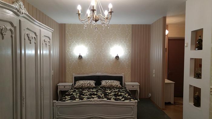 1-комнатная квартира посуточно в Днепропетровске. Кировский район, пр-т Кирова, 11а. Фото 1