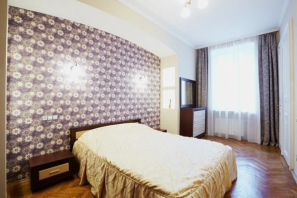 2-комнатная квартира посуточно в Львове. Галицкий район, ул. Петра Дорошенко, 19. Фото 1
