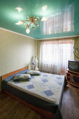 1-комнатная квартира посуточно в Житомире. ул. Черняховского, 1. Фото 1