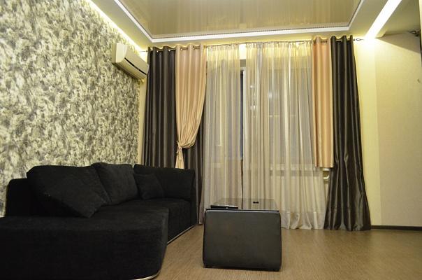 2-комнатная квартира посуточно в Черкассах. б-р Шевченко, 244. Фото 1