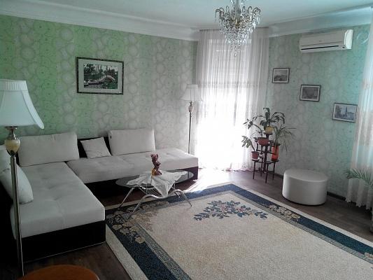2-комнатная квартира посуточно в Севастополе. Ленинский район, ул. Очаковцев, 39. Фото 1