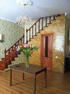 2-комнатная квартира посуточно в Одессе. Приморский район, ул. Жуковского, 34. Фото 1