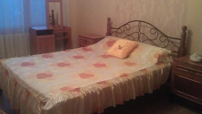 2-комнатная квартира посуточно в Краматорске. ул. Нади Курченко, 12. Фото 1