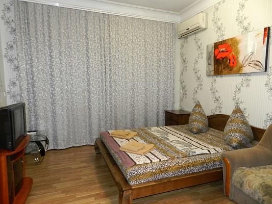 2-комнатная квартира посуточно в Запорожье. Орджоникидзевский район, ул. 12 Апреля, 3. Фото 1