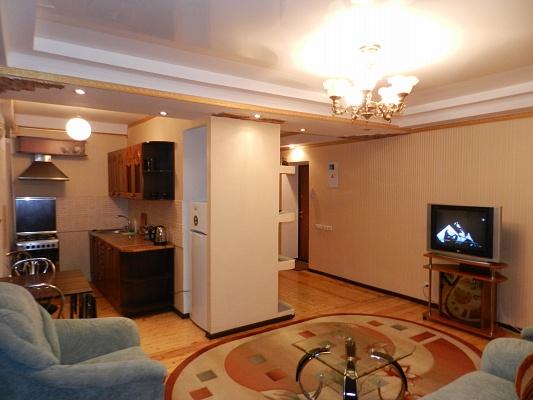 2-комнатная квартира посуточно в Запорожье. Орджоникидзевский район, б-р Центральный, 3. Фото 1