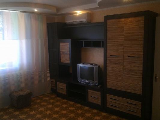 1-комнатная квартира посуточно в Евпатории. пр-т Победы, 10б. Фото 1