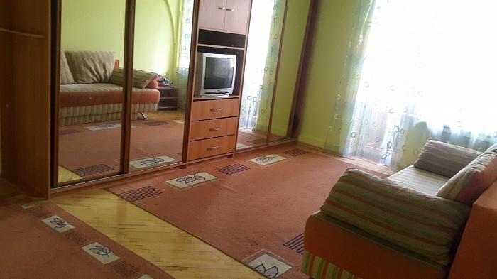 1-комнатная квартира посуточно в Ивано-Франковске. ул. Вишневского, 8. Фото 1