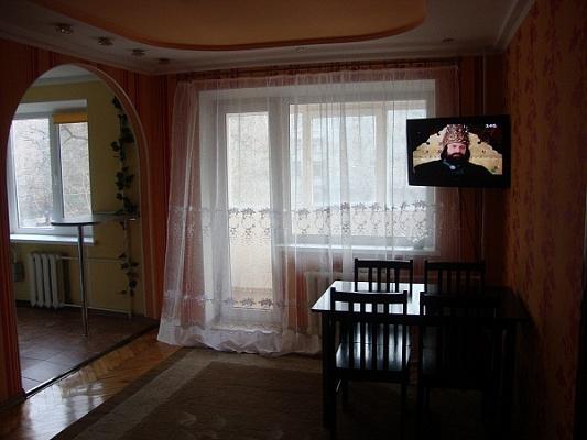 2-комнатная квартира посуточно в Запорожье. Орджоникидзевский район, ул. Лермонтова, 17. Фото 1