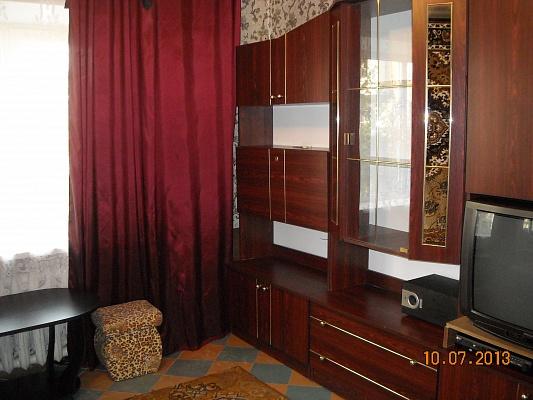 2-комнатная квартира посуточно в Горловке. ул. Казарцева , 9. Фото 1