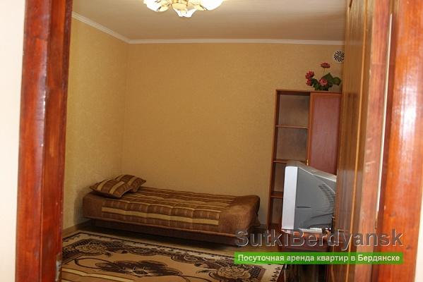 1-комнатная квартира посуточно в Бердянске. Горького, 9. Фото 1
