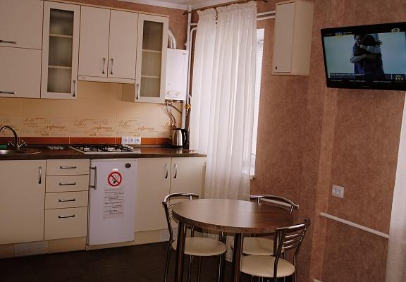 2-комнатная квартира посуточно в Чернигове. Деснянский район, пр-т Победы, 90. Фото 1