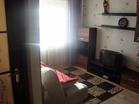 1-комнатная квартира посуточно в Мариуполе. пер. Днепропетровский, 3. Фото 1