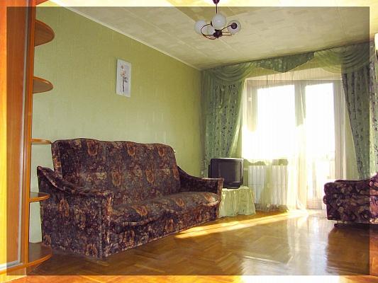 2-комнатная квартира посуточно в Харькове. Краснозаводской район, пр-т Гагарина, 2. Фото 1