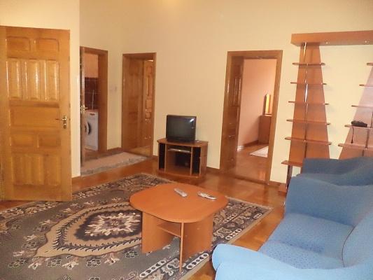 2-комнатная квартира посуточно в Мукачево. пл. Мира, 5. Фото 1