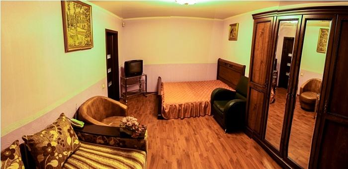 1-комнатная квартира посуточно в Киеве. Оболонский район, пр-т Оболонский, 31. Фото 1