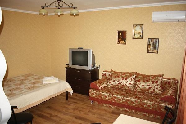 2-комнатная квартира посуточно в Мариуполе. пр-т Ленина, 84. Фото 1