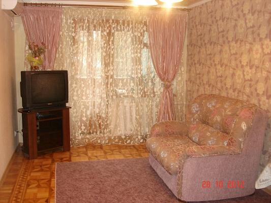 1-комнатная квартира посуточно в Одессе. Приморский район, пр-т Шевченко, 21A. Фото 1