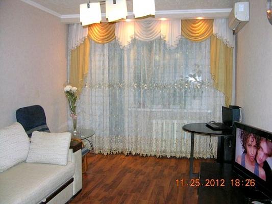 2-комнатная квартира посуточно в Донецке. Ленинский район, ул. Куйбышева, 43. Фото 1
