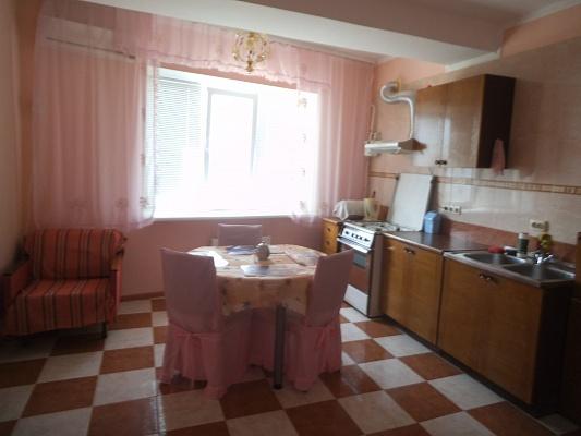 1-комнатная квартира посуточно в Ильичёвске. ул. Героев Сталинграда, 1д. Фото 1