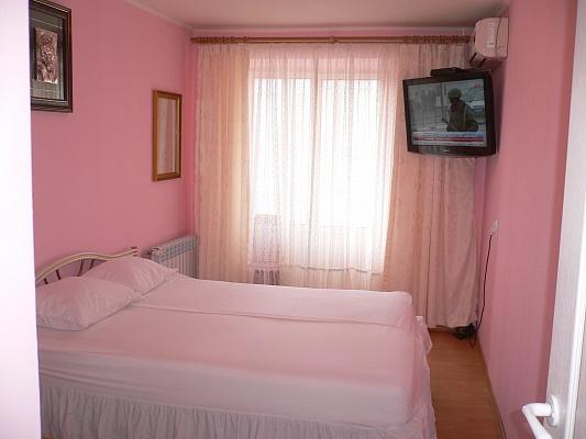 1-комнатная квартира посуточно в Ивано-Франковске. ул. Коновальца, 147. Фото 1