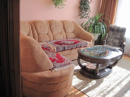 2-комнатная квартира посуточно в Луганске. Ленинский район, ул. Градусова, 4. Фото 1