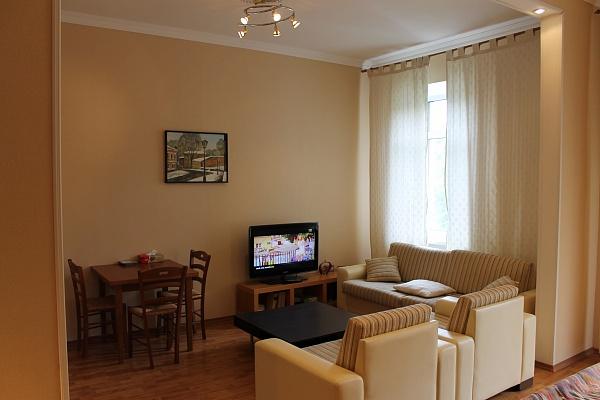 2-комнатная квартира посуточно в Одессе. Приморский район, ул. Екатериненская, 17. Фото 1