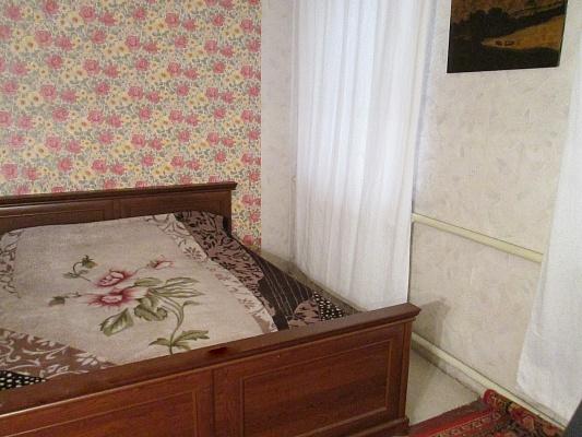 2-комнатная квартира посуточно в Днепропетровске. Красногвардейский район, ул. Нестерова, 3. Фото 1