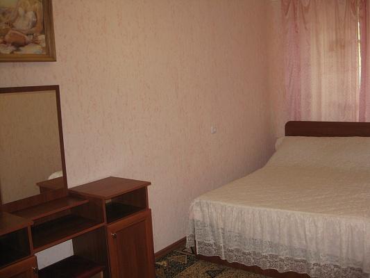 2-комнатная квартира посуточно в Херсоне. Суворовский район, ул. Маяковского , 4. Фото 1