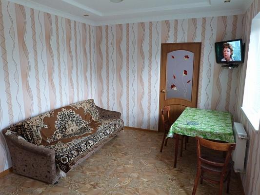 2-комнатная квартира посуточно в Евпатории. Евпатория п.Уютное, 16. Фото 1