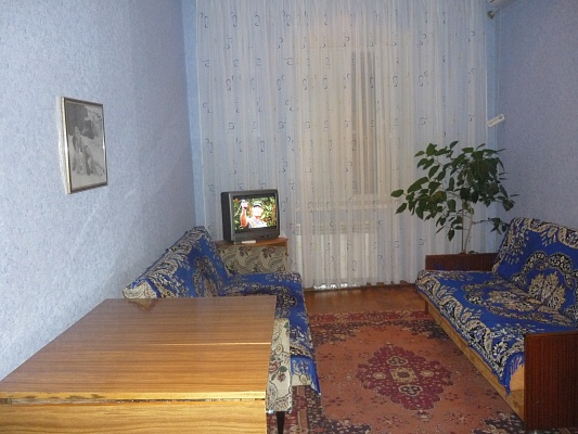 Комната  посуточно в Бердянске. ул. Розы Люксембург, 34. Фото 1